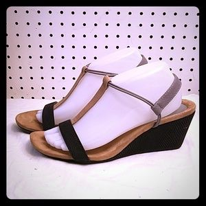 STYLE&CO. BLACK AND TAN SANDALS
